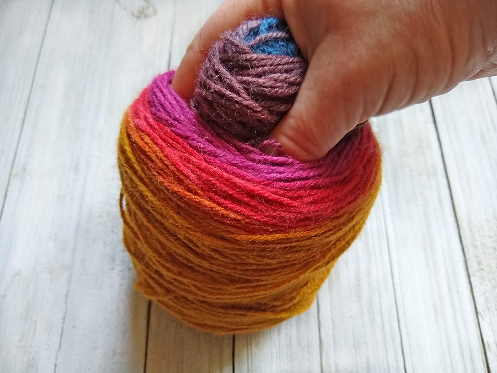 Trick to separate colors in yarn cakes